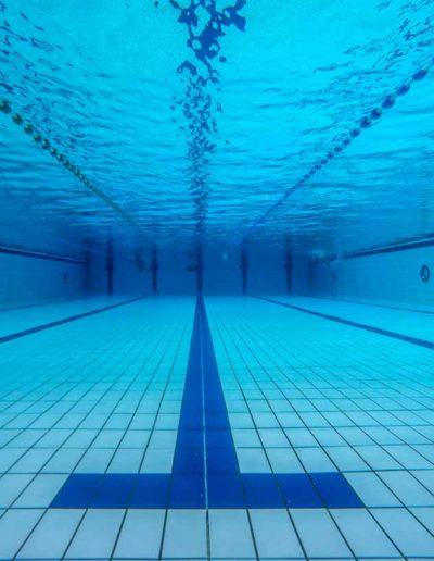 Couloir de nage vu sous l'eau